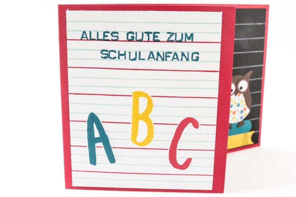 Glückwunschkarte zur Einschulung mit selbstgemachtem Designerpapier, Eulenstanze von Stampin' Up!, Nahaufnahme ABC