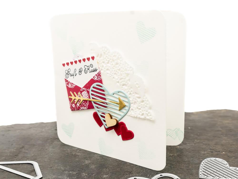 Karte zum Valentinstag gestaltet in Collagen Technik