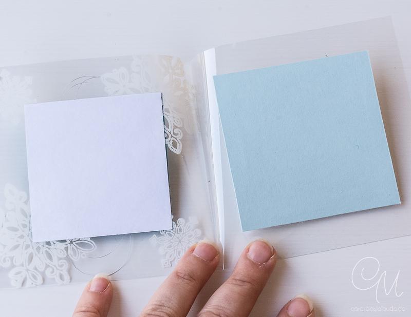 Auf meinem Blog zeige ich Euch, wie Ihr diese winterliche Weihnachtskarte / Acetat-Karte gestalten könnt. Es handelt sich um eine Kartentechnik, bei der mit StanzOn auf Klarsichtfolie gestempelt wird. Stempelset Flockenzauber von Stampin' Up!, Anleitung zum Download, #CarosBastelbude