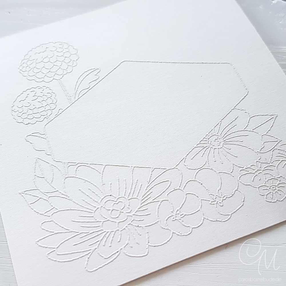 Stempelmotiv Blumiges Etikett embosst mit weißem Embossingpulver