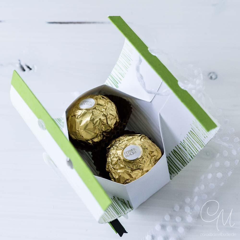 Innenansicht Geschenkverpackung gestaltet mit dem Stempelset Am Seerosenteich von Stampin' Up!, gefüllt mit Rocher #CarosBastelbude