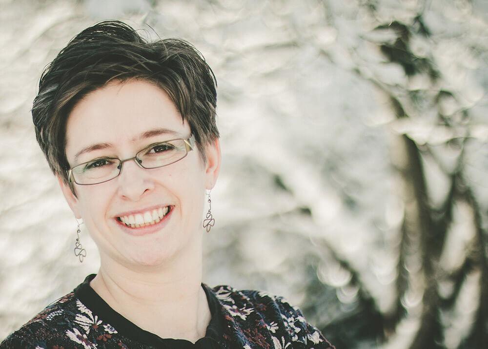 Carolin Meinhold, Inhaberin von Caros Bastelbude, deine Expertin für handgemachte Produkte in Pfaffenhofen a.d. Ilm und Umgebung