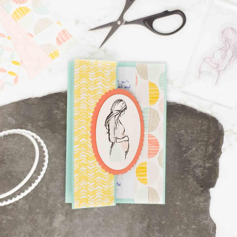 Paper Piecing Technik erklärt an einer Karte zur Schwangerschaft
