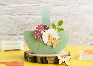 Osterkörbchen mit Blumendeko