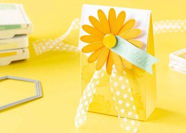 Kleine Geschenkverpackung zum Muttertag